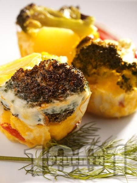 Солени зеленчукови мъфини с картофи, броколи и чушки - снимка на рецептата
